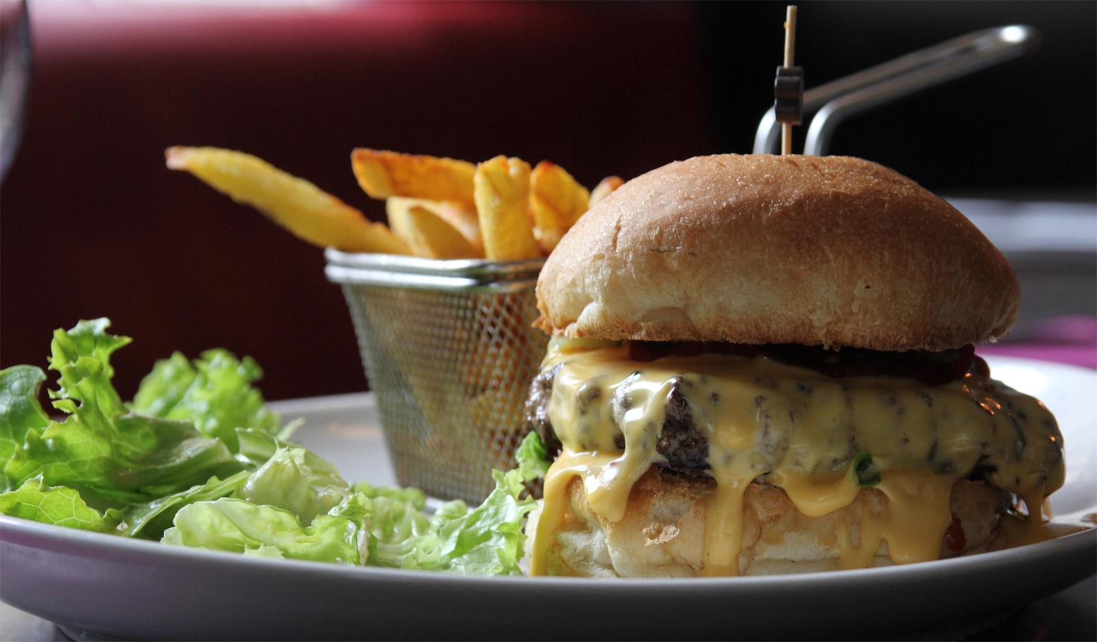 Le burger Montagnard et ses frites maison